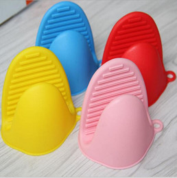 Wholesale Food grade Microwave cooking tools Silicone Oven Mitt Cooking Pinch Grips Skid Silicone Pot Holder
