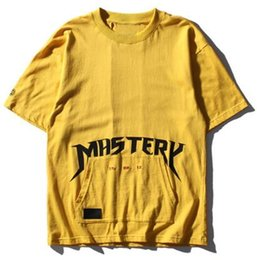 Barato Camiseta Masculina Masculina-Letter Printed Front Pocket Hip Hop T Shirt manga curta 2017 Summer New Fashion Men's T-shirt Casual Yellow Tee Shirt Tamanho dos EUA
