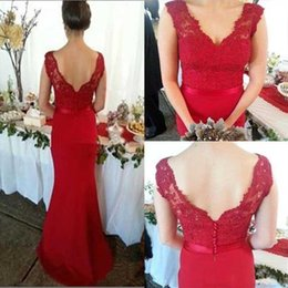 Sirène De Bateau De Mariage Pas Cher-Elegant Red Mermaid Robes de demoiselle d'honneur Bateau Neck Cap Sleeves Lace Satin Backless Robes de soirée Cheap Wedding Guest Dresses
