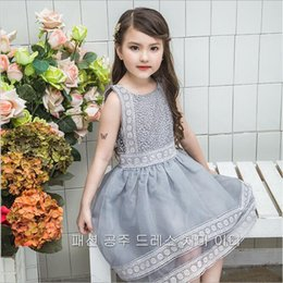 Barato Vestidos De Luxo Menina-2017 Baby Girls Crochet Lace Vestidos de festa de luxo Kids Girls Princesa Swallowtail Dress Girl Bordado Dress roupas de bebês