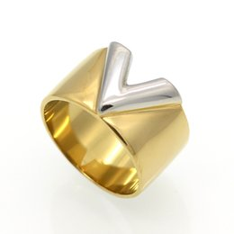 China Fashion Luxury Famous Brand Jewelry Men   Women Ring Gold Double Color V Ring Titanium Steel High Polished Love Rings cheap famous african americans suppliers