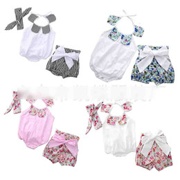 Barato Estilo Europeu Bebê Roupa-New Baby Rompers Estilo europeu Floral One Piece + Headband + Shorts Briefs Girls Sets Suit Sweet Flower Bebés infantis recém nascidos A6338