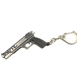 Moon Models UK - Wholesale 50pcs lot Game Gun Model Key Chain Metal Alloy Key Rings Key Holders Size 6cm Blister Card Package