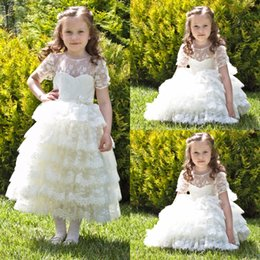 Longueur De Thé Pas Cher-New Tiered Lace Flower Girl Robes Bow Kids Pageant Robes Robe à manches courtes de première communion pour filles Longueur de thé Princess Party Gown