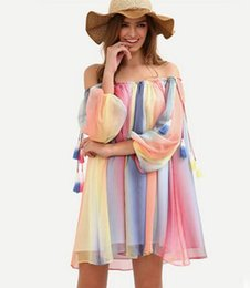Barato Chiffon Floral Mini Vestidos-Summer novo Mulheres Mini Vestido Slash Pescoço Lanterna Luva Rainbow Striped Loose Chiffon Boho Beach Cover Up Clubwear