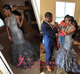 Barato Saias De Pele De Festa-Gorgeous Black Girl 2017 Prom Vestidos de noite Mermaid Keyhole pescoço Major frisado cinza Fur Tiered Saias Vestidos de festa formal do partido