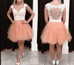 Barato Vestidos De Baile Brancos-Cheap Nude Pink Short Homecoming Vestidos Sweetheart Cap Sleeves Appliques Tulle White Illusion Back Vestidos curtos de festa Prom Dresses