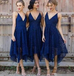$enCountryForm.capitalKeyWord NZ - 2017 New Style Elegant Tea Length Navy Blue Lace Short Bridesmaid Dresses Irregular Hem V Neck Maid of Honor Country Wedding Guest Dresses