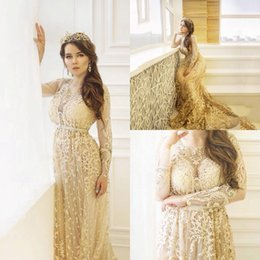 Robe De Mariée En Dentelle Pas Cher-Iullsion Long Sleeve Mermaid Prom Robes Jewel Neckline Golden Lace Applique Beads Robes de bal Sweep Train Party Dress