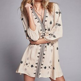 Robes De Broderies Célèbres Pas Cher-2017 Femme Free People Belle broderie à la mode V-neck Dress Seven Points Cravate à manches Cravate à la taille Robe à vent célèbre