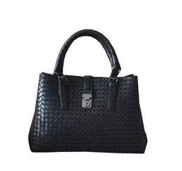 China free shipping 2017 new lambskin shoulder Handbags For Women Ladies Genuine Leather Sheepskin Woven Large Capacity composite Totes suppliers