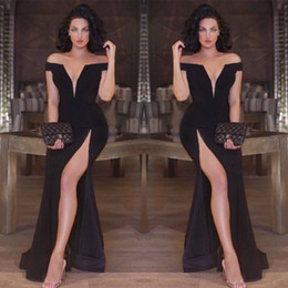 Robes D'occasions De Célébrités Pas Cher-Custom Made Sexy Black Mermaid Robes de soirée à l'épaule Deep V-neck Side Split Prom Party Robes Slim Celebrity Occasion spéciale Occasion