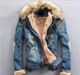 Venta al por mayor de Al por mayor-2014 Venta al por mayor chaquetas de mezclilla de invierno para hombres, cuello de piel masculina más grueso terciopelo Jeans Outwear capa roupas masculinas S366