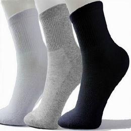 size hot 2019 - Hot Men Athletic Socks Sport Basketball Long Cotton Socks Male Spring Summer Running Cool Soild Mesh Socks For All Size