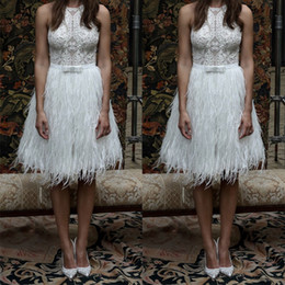 Barato Celebridades Vestidos De Penas-Lace Applique White Celebrity Cocktail Dresses Feather Short Prom Dress A Line Vestidos de noite com faixa