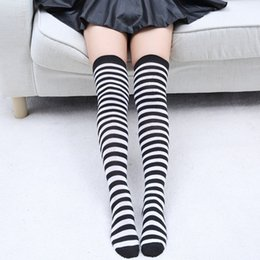 Calcetines Al Por Mayor Del Muslo Blanco Altos Baratos-Venta al por mayor- negro blanco rayas calcetines largos mujeres algodón caliente sobre los calcetines de rodilla 2016 sexy muslo sexy medias altas Otoño Invierno Medias