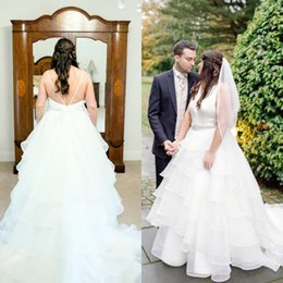 Vestidos Exquisitos Cinturones Baratos-Popular 2017 Vestidos de novia de talla grande Una línea de cuello barco sin mangas Sexy Backless exquisitos cristales cuentas de cinturón Tiers Skirt Sweep Train