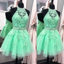 Barato Imagem Real Vestido De Baile Curto-Halter Green Halter Cocktail curto Homecoming Party Dresses Appliqued Lace With Sash 2017 Mini Backless Prom Gowns Imagem real