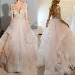 Barato Luz Rosa Ruffle Linha-Elegant A-Line Vestidos de casamento 2017 Sheer Bateau Manga comprida Illusion Back Appliques Beaded Tulle Ruffle Tiered Light Pink Lace Bridal Gown