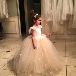 Barato Meninas Brancas Vestidas Com Ruffled-2017 Princesa Flowergirl Vestidos Lace Top Capped Ruffles Shoulder Sleeveless Puffy Tulle Champagne e White Flower Girl Dress para Casamentos