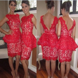 Barato Cinza Laço Backless Vestido-2017 Red Lace Mini Vestidos de Cocktail Curtos Bainha Elegant Bateau Sexy V Cut Backless Vestidos de dama de honra Bridesmaids Evening Party Gowns