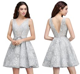 Robes D'argent Argentées Pas Cher-2018 New Cheap Under $ 40 Silver Lace Homecoming Robes Real Pictures A Line Backless Short Cocktail Party Robes Robe pour fille CPS680