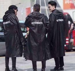 Venta al por mayor de 2018 más nuevo TOP hip hop kanye west moda Vetements One Size rompevientos impermeables chaqueta impermeable negro hombres mujeres
