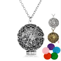 Discount silver cage locket pendants - Fashion Round Perfume Aromatherapy Diffuse Pendant Essential Oil Diffuser Locket Necklace Photo Cage Vintage Hollow Flow