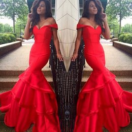 Barato Formals Vermelhos Baratos-2017 Sexy Red Off the Shoulder Prom Dress Cheap Mermaid Prom Dresses Fit Trompete Elegante Evening Party Formal Gown Tiers Skirt Custom Made