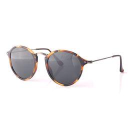 Gafas de sol redondas de calidad superior limitada mujeres hombres Diseñador  de la marca retro ojo de gato Fleck Tortoise lente negra de marco verde 49  mm ... a6fcba21b93e