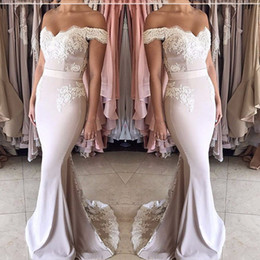 Barato Blush Vestidos De Renda Mangas-2017 Blush Pink Wedding Party Dresses Off the Shoulder Sweetheart Appliqued Lace manga curta sereia vestidos de dama de honra