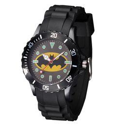 bd5615c5cddd Niños de dibujos animados Cute niños estudiantes de la muchacha Batman  Spiderman estilo de silicona correa reloj de pulsera de cuarzo