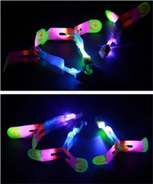 Discount flying bird toy wholesale - The new stretch luminous flash Arrows flying toy airplane birds children's toys wholesale supply stall