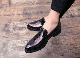 $enCountryForm.capitalKeyWord Canada - New style Pointed personality loafers stylist slip-on doug shoes slip-on joker black patent leather shoes of England Z416