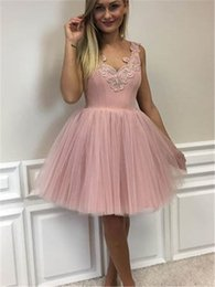 Robes Courtes Et Peu Drapées Pas Cher-Cheap V Neck Lace Applique Short Homecoming Robes 2017 Cute Draped Tulle Backless Prom Party Gowns