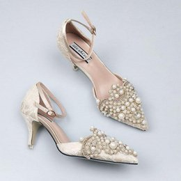 Perles Faux Peu Coûteuses Pas Cher-Perles Pompes High Heel Party Shoes Pointed Toes 2017 Summer New Women Chaussures de mariage Prom Vintage Vintage Chaussures de mariée en dentelle Cheap Fast Shipping