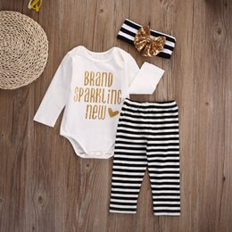 Barato Calça Preta De Terno Branco-Recém-nascido Baby White Romper + Pant + Headband Golden Black Striped 3Pcs A Marca de marca Brand Sparkling Letter New Kid Clothing Boy Girl Suit