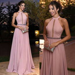 Dresse Pour La Fête Pas Cher-2018 Blush Pink A Line Evening Dresse Halter Neck Backles Sweep Train Formal Prom Party Robes Satin Formal Dress For Women