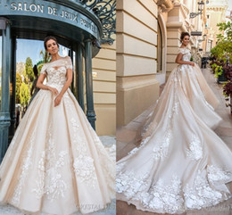 Barato Laço Acima Da Catedral-2018 Gorgeous Designer Wedding Dresses 3D Floral Applique Cathedral Train Lace Up Back Luxo Bridal Gowns Custom Made
