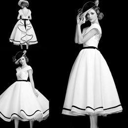 $enCountryForm.capitalKeyWord Australia - Audrey Hepburn Style A Line Prom Dresses V Neck Knee Length vintage Evening Party Gown Ruffles Backless Short Organza Formal Dress