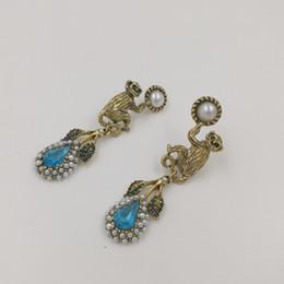 8bd475bd5d75 Barroco Vintage Crystal Monkey stud pendientes para las mujeres joyería de  moda pendientes de perlas hoja colgante nupcial pendiente bijoux