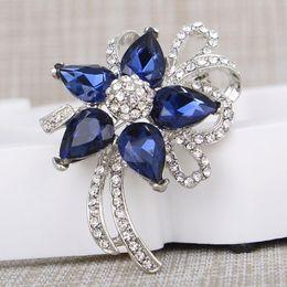 Discount men flower brooches - Temperament flower brooch jewelry for women men fashion jewelry brooch pins metal Scarf Wedding gift diy Jewellery acces