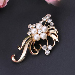 Costume Flower Brooch NZ - Wholesale Crystal Pearl Flower Brooch Pins Gold Silver Corsage Vintage Plant Scarf Clips Women Costume Accessoreies