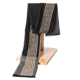Nuevo Invierno Cálido Suave Borla de moda Hombres Chal Hombres Bufanda diseñador de lujo Hombres Bufanda de Cachemira Clásica