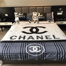 Europe and America Bedding 4 Pieces Set Fashionable Mark Bedding Suit Black White Letter Sheet Cotton Bedroom Sheet Set