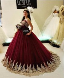 Barato Borgonha Quinceanera Vestidos Baratos-2018 Elegant Burgundy Prom Dresses Quinceanera Vestidos Sweetheart Backless Ball Gown Gold Appliques Evening Gowns Sweep Train Cheap
