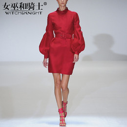 Nuovi abiti da donna in autunno 2018, gonna rossa da donna alla moda ed elegante, gonne a vita con maniche a lanterna, abiti versatili sottili in Offerta