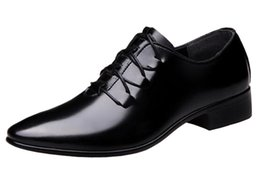 $enCountryForm.capitalKeyWord NZ - Mens Chic Lace-up Pointed Toe Business Uniform Dress Shoes Patent Leather Modern Casual Shoes Office Wear