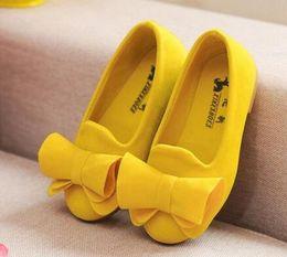 Venta al por mayor de Calzado para niños Calzado grande Flock Bow Candy Candy Girls Calzado princesa Calzado sin cordones Sandalias para niñas Bebé individual
