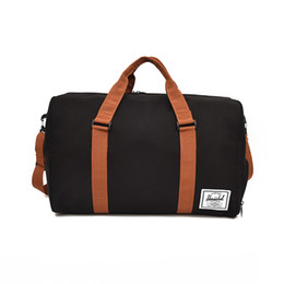 Venta al por mayor de 2018 mujeres hombres bolsas de viaje de lona impermeable bolsa de lona plegable bolsa de fin de semana durante la noche Tote grande Crossbody embalaje cubo